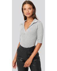 NA-KD Pique Collar Knitted Top - Grau