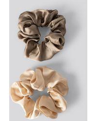 NA-KD Dubbelpack Glanzende Satijnen Scrunchies - Meerkleurig