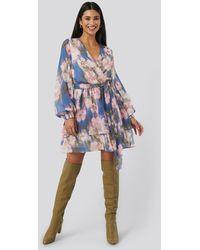 NA-KD Belted Chiffon Dress - Blauw