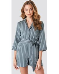 NA-KD Striped Playsuit - Blau
