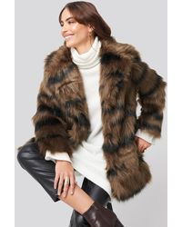 NA-KD Cropped Sleeve Faux Fur Jacket - Bruin