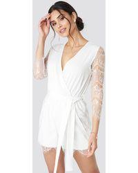 NA-KD Lace Playsuit - Blanc