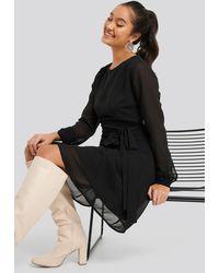 NA-KD Cut Out Back Chiffon Mini Dress - Zwart