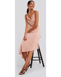 NA-KD Party Asymmetrisches Wasserfall-Kleid - Pink