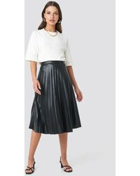 NA-KD Faux Leather Pleated Midi Skirt - Zwart