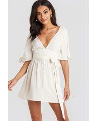 NA-KD Belted Deep V Mini Dress - Wit