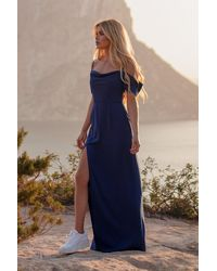 NA-KD Pamela x Reborn Robe longue avec détail drapé avant et fente latérale - Bleu