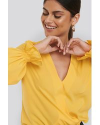 NA-KD Wrap Over Blouse - Geel