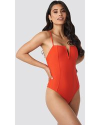 NA-KD V-shape Front Seam Swimsuit - Rood