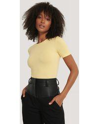 NA-KD Basic Rundhals--T-Shirt - Gelb