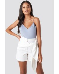NA-KD Front Knot Shorts - Weiß