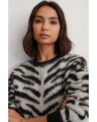 NA-KD Brushed Zebra Knitted Sweater - Grijs