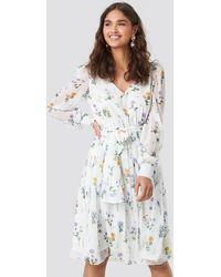 NA-KD Kae Sutherland x Puffy Shoulder Floral Midi Dress - Weiß