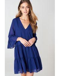 NA-KD V-neck Ruffle Mini Dress - Blauw