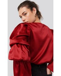 NA-KD Gathered Fluted Sleeve Blouse - Rot