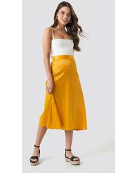 NA-KD Party Bias Cut Satin Midi Skirt - Gelb