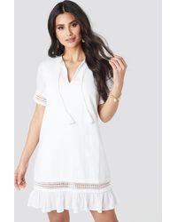 NA-KD Luisa Lion x A-line Crochet Dress - Weiß