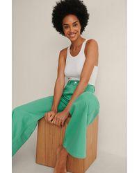 NA-KD Organisch Gekleurde Zachte Stijve Wijde Jeans - Groen