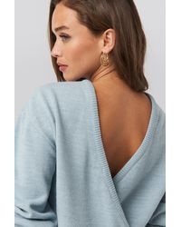 NA-KD V-shape Deep Back Sweater - Blauw