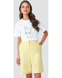 NA-KD Emilie Briting X Mid Length Shorts - Geel