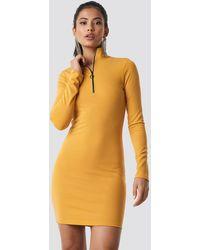 NA-KD High Neck Zip Dress - Geel
