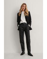 NA-KD Jeans Met Coating Smaltoelopende Pijpen - Zwart