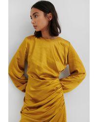 NA-KD Ruched Satin Dress - Geel