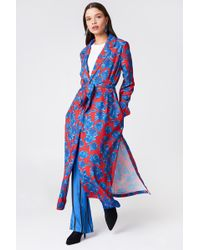 NA-KD - Shiny Fluid Trenchcoat Red/blue - Lyst