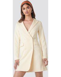NA-KD Collared Blazer Dress - Geel