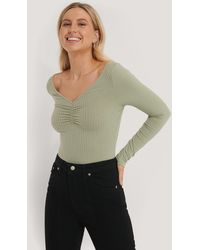 NA-KD Front Ruched Ribbed Top - Groen