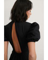 NA-KD Trend Hochgeschlossenes Kleid Mit Offenem Rücken - Schwarz