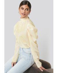 NA-KD Trend Draped Sleeve Blouse - Geel