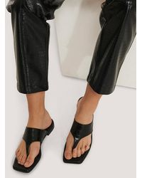 NA-KD Black Toe Strap Flats