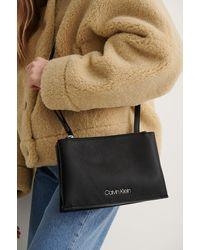 Calvin Klein Crossbody-Tasche - Schwarz
