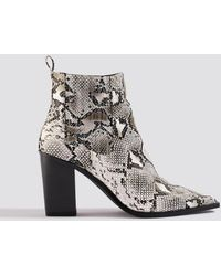 NA-KD Shoes Snake Pointy Western Boots - Weiß