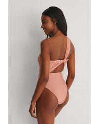 NA-KD Swimwear Gerecycleerd One-shoulder Badpak - Roze
