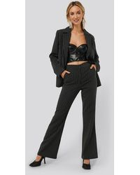 NA-KD Monica Geuze x Pinstriped Flared Suit Pants - Schwarz