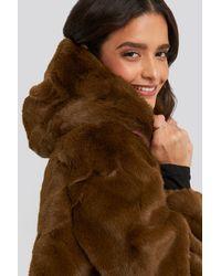 NA-KD Hooded Faux Fur Jacket - Bruin