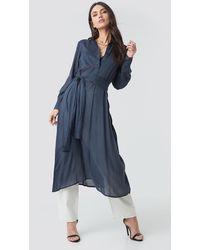 NA-KD Trend Button Up Tie Waist Dress - Blau