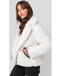 NA-KD Hannalicious x Short Faux Fur Belted Biker Jacket - Mehrfarbig