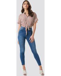 NA-KD Skinny High Waist Raw Hem Jeans - Blauw