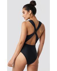 NA-KD Wide Straps Cross Back Swimsuit - Zwart