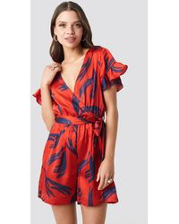 NA-KD Frill Sleeve Printed Playsuit - Rouge
