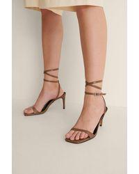 NA-KD Shoes Glanzende Sandalen Met Hoge Hak - Bruin