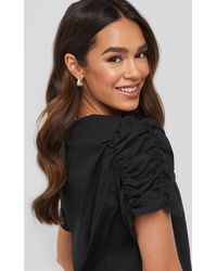 NA-KD Trend Ruched Sleeve Blouse - Schwarz