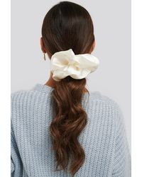 NA-KD Oversize Satin Scrunchie - Wit