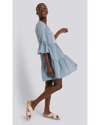 NA-KD V Neck Ruffle Dress - Blauw