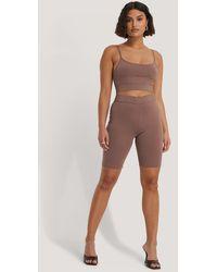 NA-KD - Organisch Strakke Korte Legging - Lyst