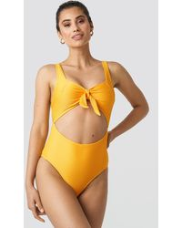 NA-KD Ribbed Cut Out Knot Swimsuit - Geel