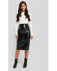 NA-KD Mid Length Button Up Pu Skirt - Zwart